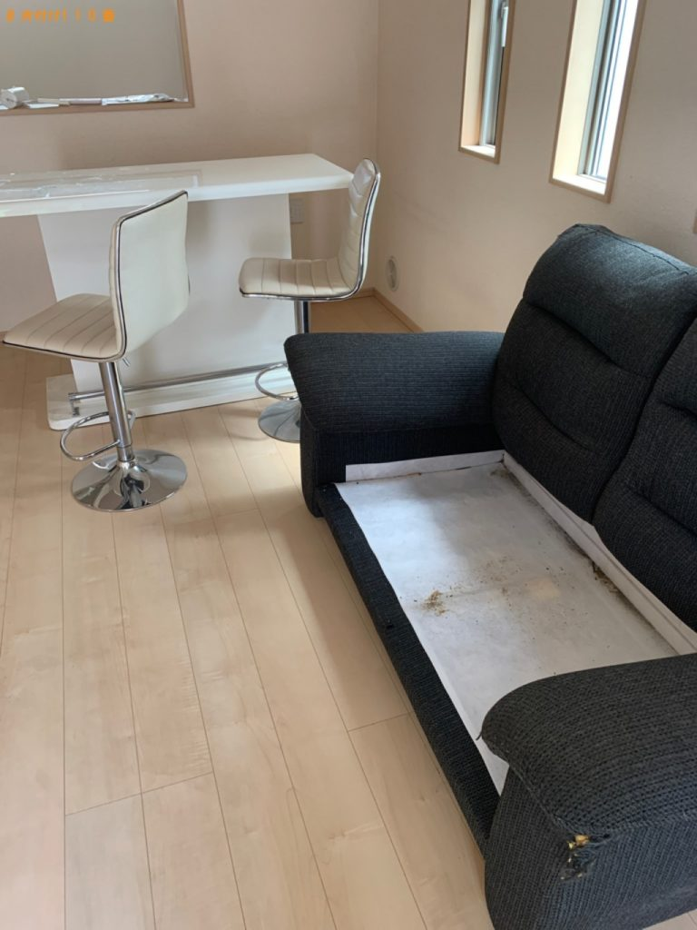 【伊勢崎市】遺品整理に伴い二人用ダイニングテーブル、ソファーの回収・処分